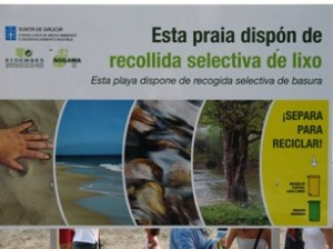 Spagna, Galizia. Raccolta differenziata in spiaggia, 2006